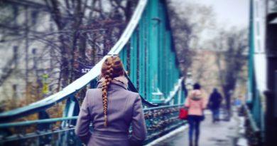 Monika Neumann: Burzymy mosty
