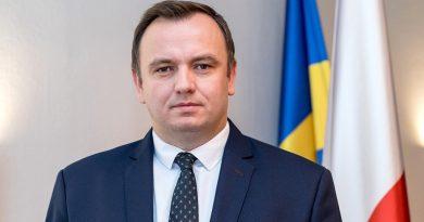 """Śląski pisarz o marszałku z PiS: """"Nad jego działaniami unosi się duch komunizmu"""""""