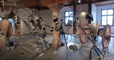 Bartodziej & Soika: Rycerze i marionetki